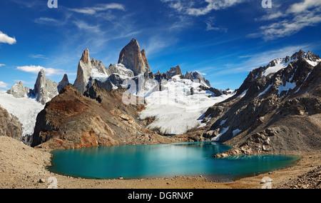La laguna de Los Tres y el Monte Fitz Roy, el Parque Nacional Los Glaciares, Patagonia, Argentina Foto de stock