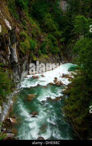 Río Coquihalla Coquihalla Canyon Provincial Park, Columbia Británica, Canadá Foto de stock