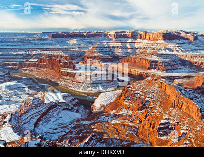 Vista invernal de cuello de cisne de una curva en el río Colorado de Dead Horse Point vistas en Utah.