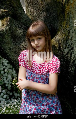 Little Girl ha impactado contra un árbol