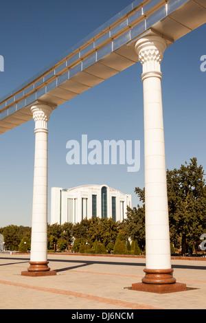 Ezgulik Arco de la independencia, la Plaza de la independencia, Mustakillik Maydoni y complejo de negocios Poytaht, Tashkent, Uzbekistán