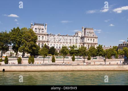 El Hotel de Ville, a orillas del río Sena, París, Francia, Europa