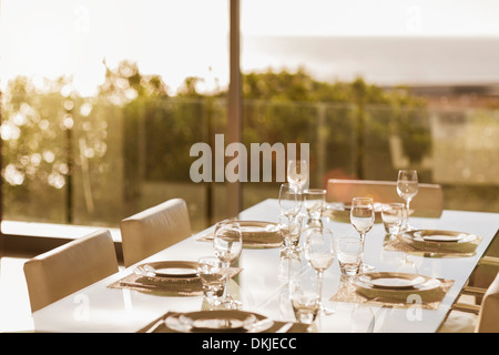 Mesa de comedor moderno