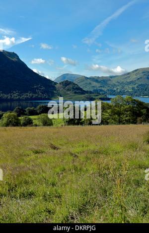 Hermoso Ullswater en el Lake District, Cumbria, Inglaterra, Gran Bretaña.