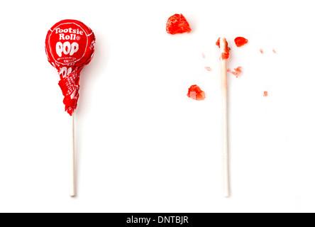 Comido Tootsie Roll pop Foto de stock