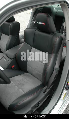 Apr 27, 2006; Los Ángeles, CA, EE.UU. en el 2006 Dodge Charger SRT8, el regreso del moderno American Muscle car. El nuevo 2006 Dodge Charger SRT8 super-modelo de alto rendimiento. Ella encarna todos los atributos clave de la marca Dodge: audaz, potente, inteligente y divertido de conducir. Como todo artista, el Charger SRT8 es capaz de impresionantes cifras inauditas en un músculo se