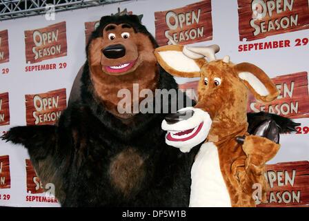25 Sep, 2006; Los Ángeles, California, EE.UU.; Boog y Elliot, en el 'Open House' de Los Angeles estreno celebrado Foto de stock
