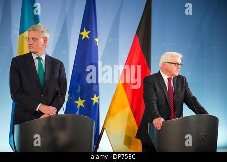 Berlín, Alemania. 8 de enero de 2014. Reunión bilateral con el Ministro de Exteriores sueco Carl Bildt y el Ministro de Relaciones Exteriores alemán, Frank-Walter Steinmeier, en Berlín. Goncalo Silva/Alamy Live News