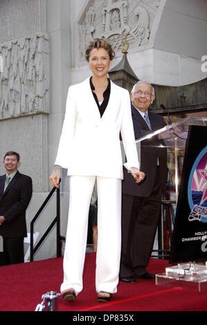 El pasado 10 de noviembre, 2006 - Hollywood, California, EE.UU. - LOS ANGELES, CA, 10 de noviembre de 2006 .La actriz Annette Bening durante una ceremonia en honor a ella con una estrella en el Paseo de la Fama de Hollywood, el 10 de noviembre de 2006, en Los Angeles. - K50791MGE(Crédito Imagen: © Michael Germana/Mundo Photos/ZUMAPRESS.com)