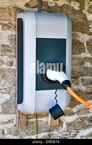 Inicio punto de carga para un coche eléctrico, REINO UNIDO Foto de stock