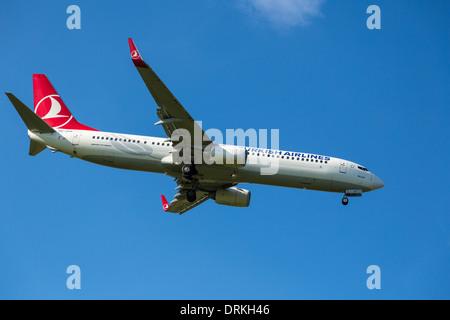 Turkish Airlines Boeing 737 a la tierra
