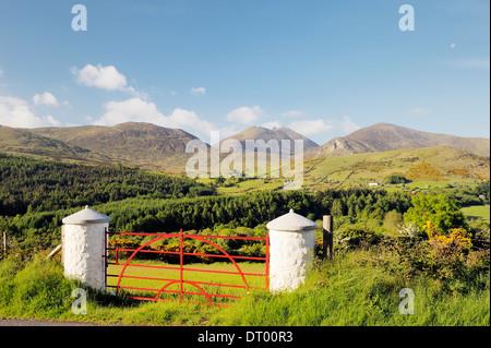 Las Montañas de Mourne, Condado de Down, Irlanda del Norte. Al sur sobre el valle Trassey y Tollymore Park de Slieve Bearnagh