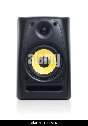 Primer plano de un sistema de sonido de audio altavoz con trazado de recorte aislado sobre fondo blanco. Foto de stock