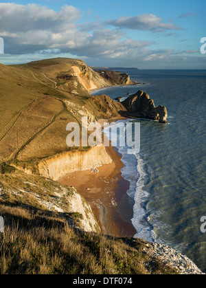 Fabulosa vista al este desde Swyre cabeza abajo para Durdle Door, Dungy Hambury Tout y cabeza, Dorset, Reino Unido