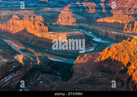 Amanecer de invierno de Dead Horse Point State Park, Utah, EE.UU.