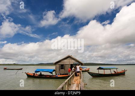 Cabaña en el Parque Nacional de Ream. El Parque Nacional de Ream es un prístino Parque marítimo justo fuera de Sihanoukville. Notable por su mangro