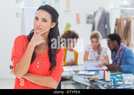 Diseñador de moda dudoso Foto de stock