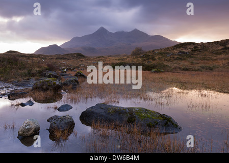 Las montañas Cuillin de Glen Sligachan, Isla de Skye, Escocia. En invierno (de noviembre) de 2013. Foto de stock