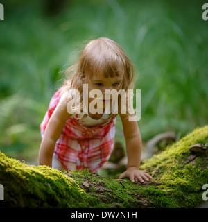 Niña en el bosque