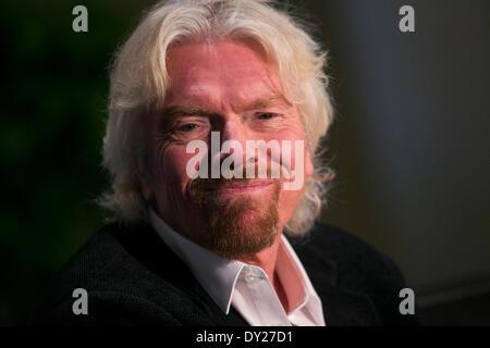 Washington, DC, ESTADOS UNIDOS DE AMÉRICA . 03Rd Abr, 2014. Sir Richard Branson, fundador de Virgin Group, habla en la fundación de la Cámara de Comercio de EE.UU. anual de la 13ª Cumbre de la aviación en la ciudad de Washington, D.C., el 3 de abril de 2014. Crédito: Kristoffer Tripplaar/Alamy Live News