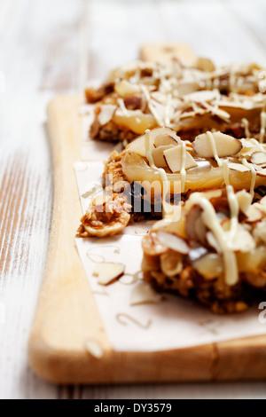 Barras de granola casera con muesli fresco y pasas