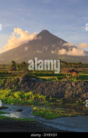 Filipinas, Luzón Souteastern, Bicol, volcán Mayon Foto de stock