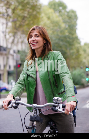 Mujer viajar en bicicleta
