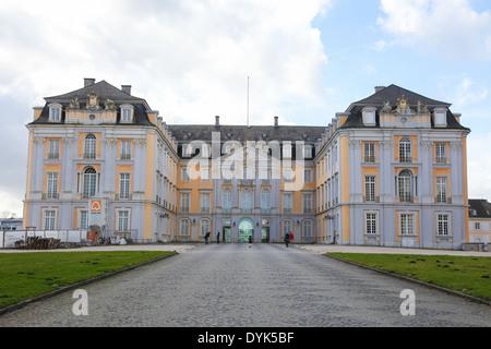 Schloss Augustusburg en Bruhl, cerca de Bonn, Renania del Norte-Westfalia, Alemania.