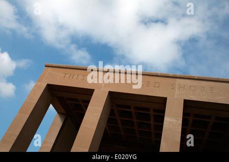 Colonnade en el Cementerio Americano de Normandía y Memorial. Imagen por Kim Craig. Foto de stock