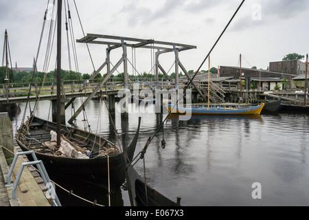Réplica, construido en el año 1991 de una pequeña nave Vikingo (c1040), Museo de Barcos Vikingos, Roskilde, Dinamarca