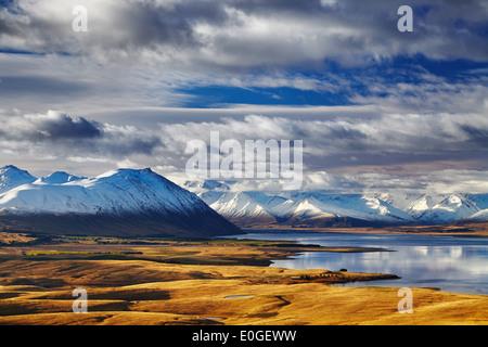 Sur de los Alpes y el Lago Tekapo, vista desde el Monte John, Mackenzie País, Nueva Zelandia