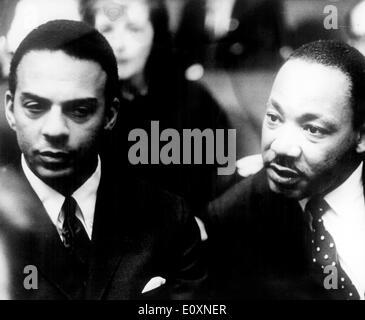 "Martin Luther King, Jr. en la ""Pacem in Terris"" Conferencia de Paz Foto de stock"