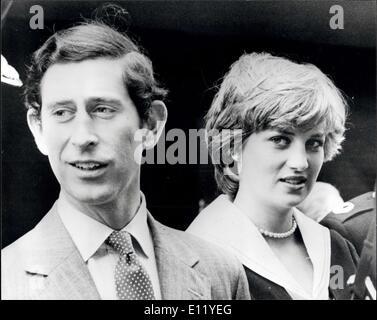 Marzo 27, 1981 - El Príncipe Charles y Lady Diana visita Gloucestershire Constabulary H.Q: Lady Diana Spencer y el Príncipe Charles fotografiado durante su visita a la sede policial de Gloucestershire en Cheltenham hoy. Foto de stock