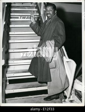El 21 de diciembre, 2011 - Idle-Field Airport, N.Y., 11 de diciembre: El Pianista de Jazz Erroll Garner tiene su Foto de stock