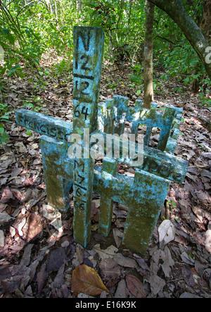 La tumba de un niño en el marítimo bosque lluvioso del Parque Nacional Corcovado en la península de Osa, en el sur de Costa Rica