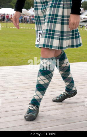 Bailarín la falda y bombas, Abernethy Highland Games, Escocia, Reino Unido, Europa