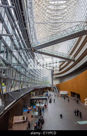 Interior del Edificio Fórum Internacional de Tokio, Tokio, Japón