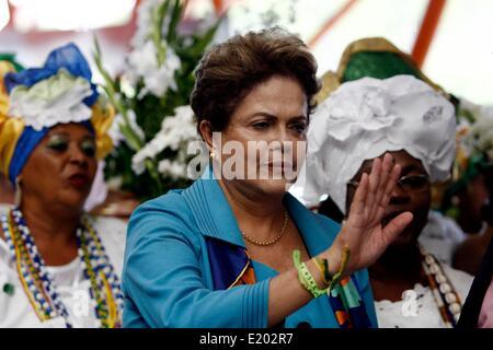 Salvador, Bahia, Brasil. 11 de junio de 2014. Evento político. El presidente de Brasil, Dilma Rousseff inauguró el metro en Salvador, Estado de Bahía, noreste de Brasil, el 11 de junio de 2014, se cerró con la participación de evento político. El público puede utilizar el metro gratis de 14 horas. Crédito: dpa picture alliance/Alamy Live News