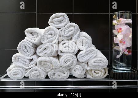 Pila de baño toallas enrolladas