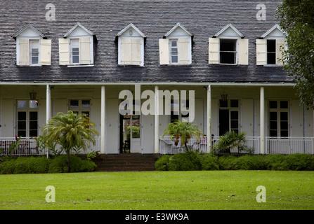 Exterior de la Maison créole una casa colonial francesa, también conocida como Eureka, o Casa de las 109 Puertas en Moka, Mauricio