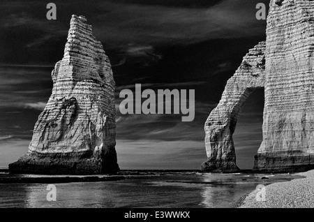 Francia, Normandía: arco de roca de Playa Etretat