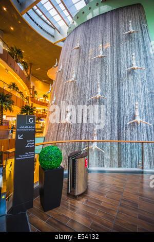 DUBAI, EMIRATOS ÁRABES UNIDOS - 31 de octubre: centro comercial más grande del mundo sobre la base de la superficie total y el sexto mayor de superficie bruta alquilable, 31 de octubre de