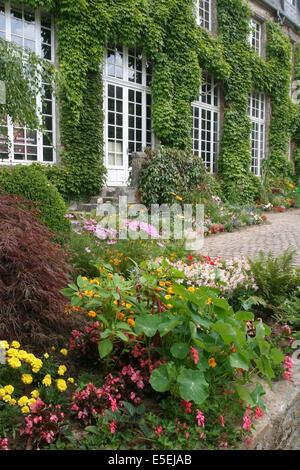 Francia, Baja Normandía, la mancha, cotentin, coutances, musée Quesnel-Moriniere, jardin public, fleurs,