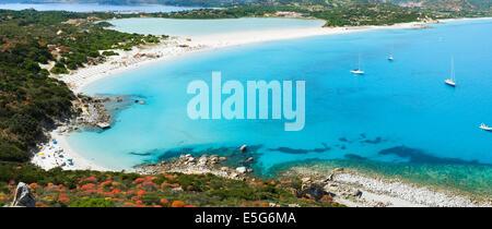 Vista aérea de Villasimius y playa de Porto Giunco, Cerdeña, Italia
