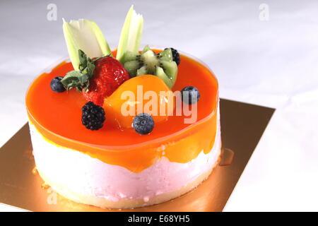 Refrescante mousse de melocotón con mandarinas y gelatina.