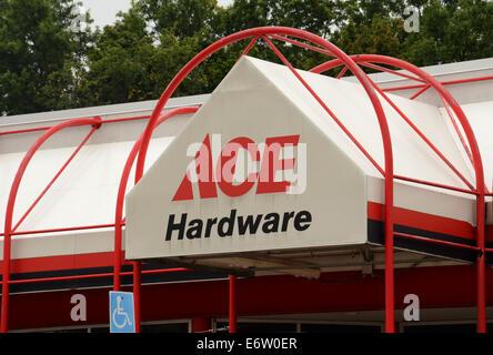 ANN ARBOR, MI - Agosto 24: Ace Hardware east Ann Arbor store es mostrado el 24 de agosto de 2014.