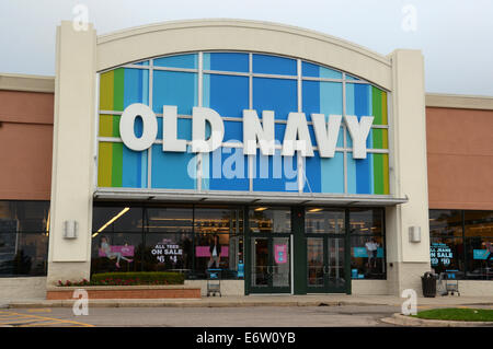 ANN ARBOR, MI - Agosto 24: Ventas en Old Navy Ann Arbor store es mostrado el 24 de agosto de 2014.