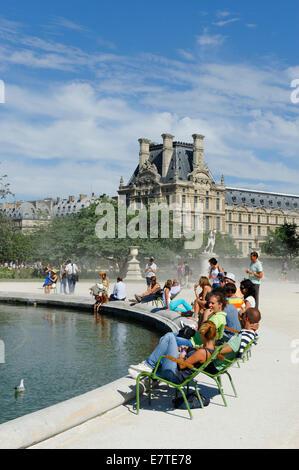 Jardin des Tuileries, el Museo del Louvre, 1st Arrondissement, París, Francia