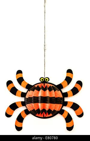 Naranja y negro rayas araña decoración de Halloween Foto de stock