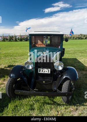Exposición de coches antiguos y camiones en Egilsstadir, Islandia, Europa